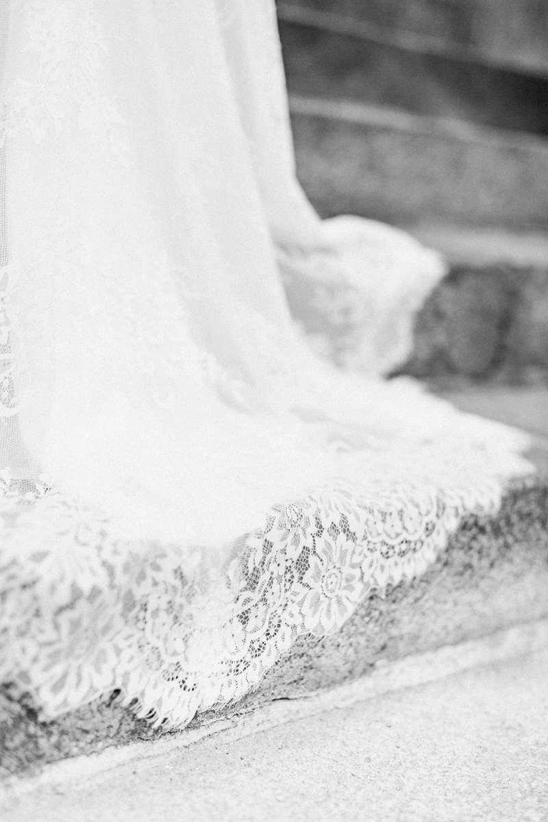 gros plan sur robe de mariée à Paris