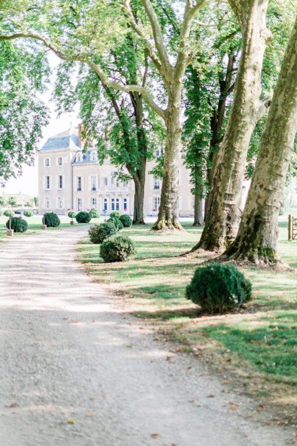 chemin amenant au château de Varennes
