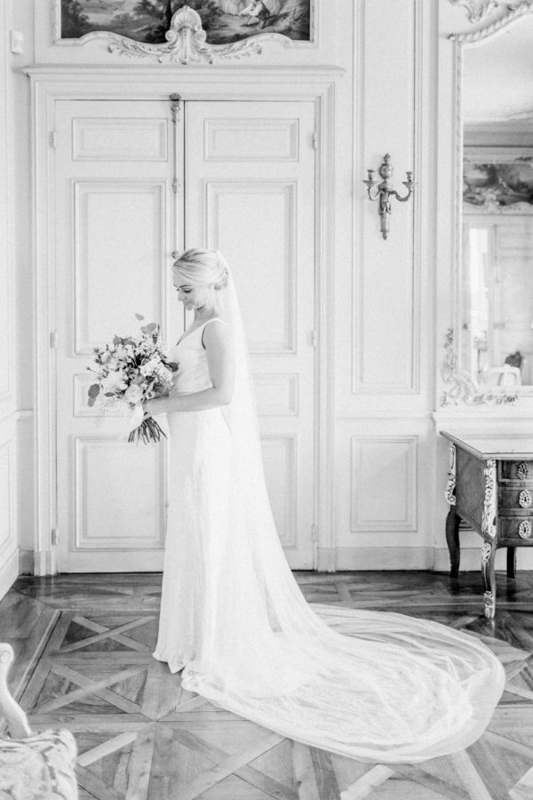 portrait of the bride during getting ready at château de varennes