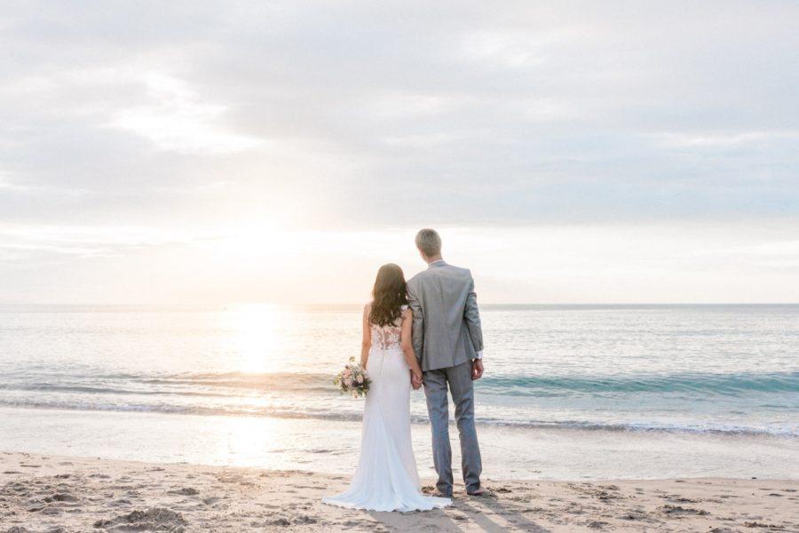 couple en bord de mer à biarritz
