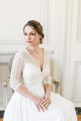 mariée assise dans le Château Le Buisson Garembourg