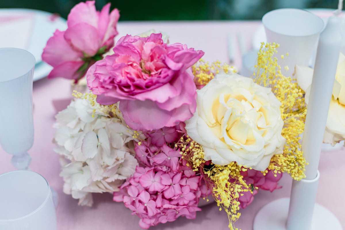 décoration florale devant la porte du chateau de roquefoulet