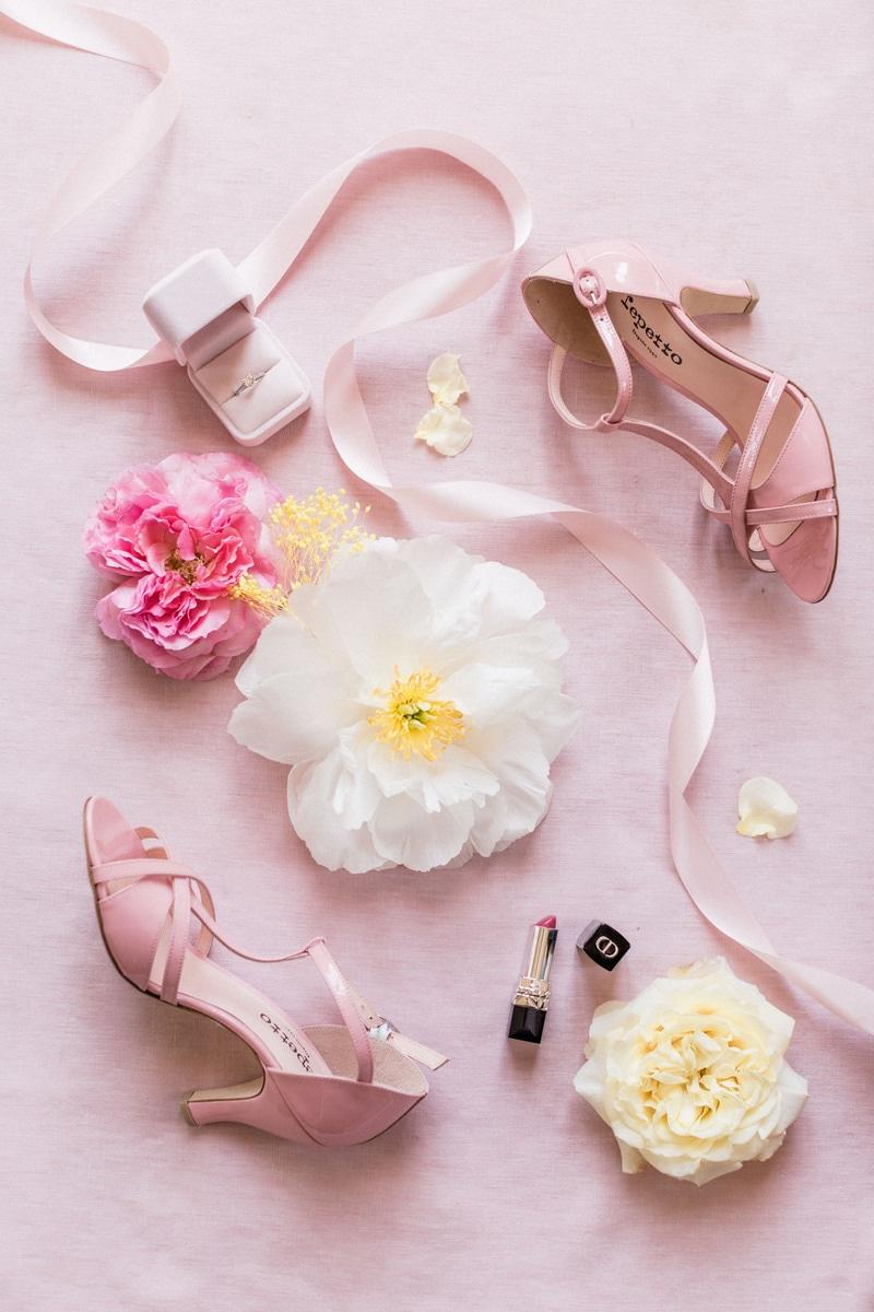 flatlay avec chaussure repetto